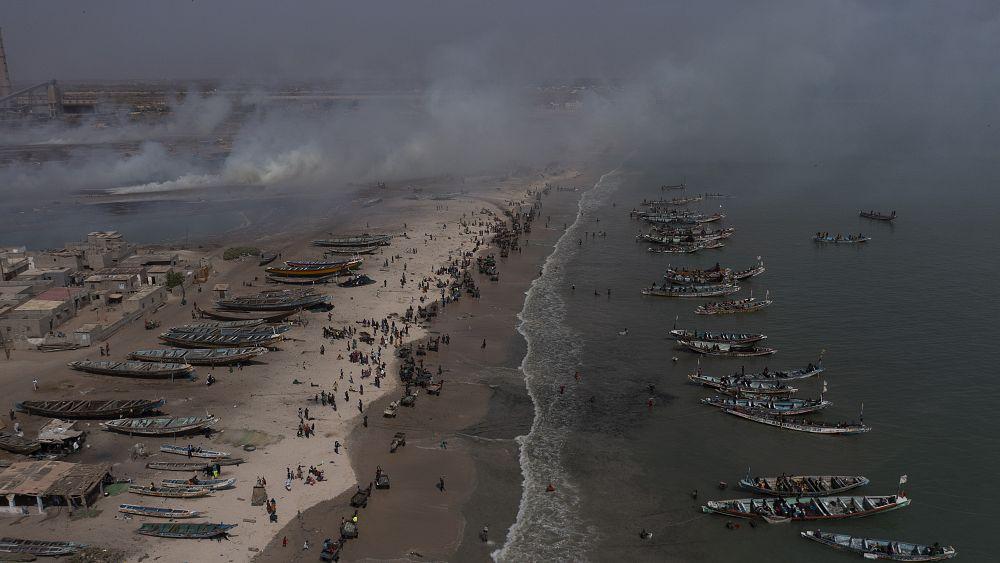 Activist calls Senegal trash problem 'ecological bomb' thumbnail