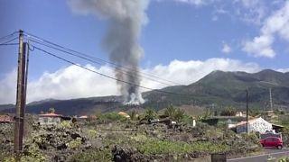 صورة مأخوذة من فيديو يُظهر الانفجار البركاني في جزيرة لا بالما الإسبانية بالمحيط الأطلسي يوم الأحد 19 أيلول/سبتمبر 2021
