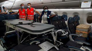 15.706 km: Acht Covid-Intensivpatienten fliegen von Tahiti nach Paris