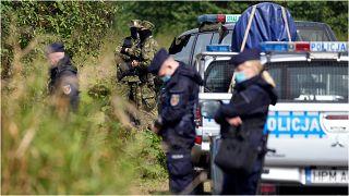 قوات بولندية متمركزة بالقرب من الحدود مع بيلاروسيا الأربعاء 1 أيلول/سبتمبر 2021