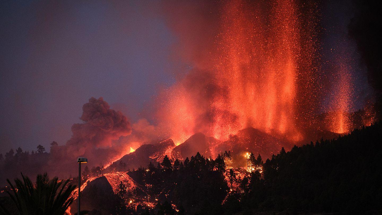 Kanarya Adaları'nda yanardağ patlamasında lavlar evlere ulaştı; binlerce  kişi tahliye edildi | Euronews