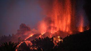 La Palma Adası'nda Cumbre Vieja yanardağı patladı