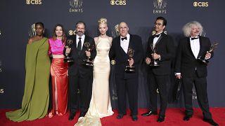 """جوائز الإخراج المتميز لمسلسل """"مناورة الملكة"""" في حفل توزيع جوائز إيمي الثالث والسبعين."""