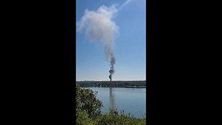 تسجيلات على وسائل التواصل الاجتماعي تظهر سحب الدخان الأسود أثناء تصاعدها من موقع الحادثة.