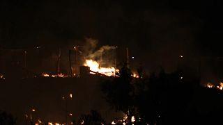 حريق كبير اندلع في مخيم للمهاجرين في جزيرة ساموس اليونانية.