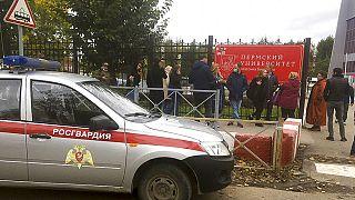 Behörden zufolge kamen mindestens acht Menschen bei einer Schießerei in Perm ums Leben.