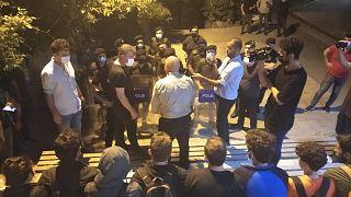 Barınamayan Hareketi üyeleri Kadıköy Bedia Muvahhit Sokak'ta bir araya geldi
