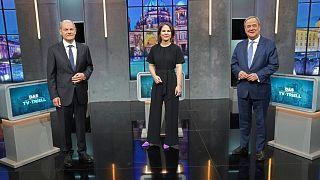 از راست: آرمین لاشت، آنالنا بائرباک و اولاف شولتز نامزدهای احزاب رقیب برای صدراعظمی آلمان