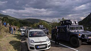 Sérvios do Kosovo protestam junto à fronteira com a Sérvia