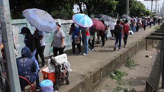 Nicaragüenses hacen fila para recibir la vacuna, 20/9/2021, Managua, Nicaragua
