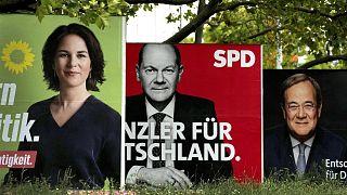 Zöld, szocdem és konzervatív választási plakátok Berlinben
