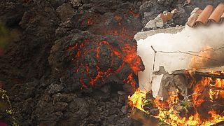 La lava del volcán Cumbre Vieja destruye una vivienda cerca de El Paso, en la isla de La Palma