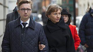A meggyilkolt orosz kém özvegye és fia
