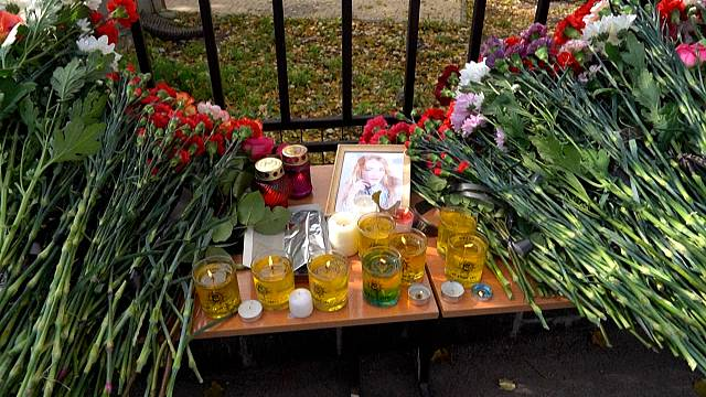 Russians gather to mourn victims of campus shooting spree