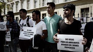 الأفغان الذين عملوا كمترجمين مساعدين للجيش الفرنسي في أفغانستان يتظاهرون خارج مكتب وزير الجيوش الفرنسي للمطالبة بالحماية والتأشيرات، باريس، فرنسا، 9 سبتمبر 2018
