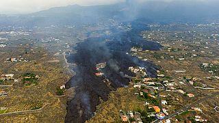 شاهد: حمم بركان كومبري بييخا تقترب من المناطق السكنية في لا بالما