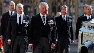 الأمير تشارلز وأولاده خلال جنازة والد الأمير فيليب