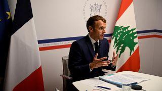 الرئيس الفرنسي إيمانويل ماكرون يشير أثناء حضوره مؤتمر المانحين للبنان، جنوب فرنسا 4 أغسطس 2021