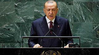 Erdoğan, Birleşmiş Milletler (BM) Genel Kurul Salonu'nda BM'nin 76'ncı Genel Kurulu görüşmelerinde katılımcılara hitap etti.