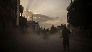 شبه نظامیان طالبان در خیابانی در افغانستان