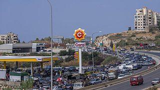 منظر عام لمحطة بنزين على الطريق السريع الرئيسي الذي يربط العاصمة بيروت بجنوب لبنان، الجمعة 3 سبتمبر 2021