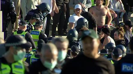 Police clear virus rules protest at Melbourne shrine