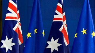پرچمهای اتحادیه اروپا و استرالیا