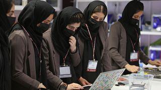 """فريق الروبوتات الأفغاني النسائي المعروف باسم """"الحالمات"""" في قطر 14 أيلول/سبتمبر 2021"""