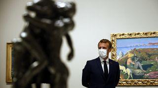 Эммануэль Макрон на выставке