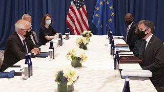 """UE apela a """"reforço da confiança"""" com os EUA"""