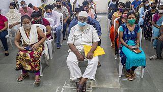 Un centro di vaccinazione a Mumbai (India).