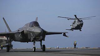 NATO'nun F-35 jetleriyle Portekiz'de yaptığı tatbikattan bir kare.