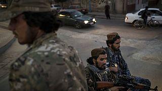 Fegyveres tálib harcosok járőröznek Kabul utcáin az ENSZ ülésszakával egy időben