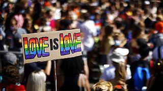 İsviçre'nin Zürih kentinde yapılan LGBTİ+ yürüyüşü.