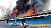 Traders evacuate burning market in El Salvador