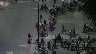 Vista aérea de los ciclistas reunidos en plaza Independencia, 22/9/2021, Montevideo, Uruguay