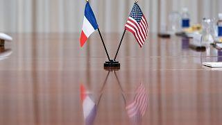 پرچم آمریکا و فرانسه