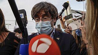Carles Puigdemont all'uscita dal carcere di Sassari