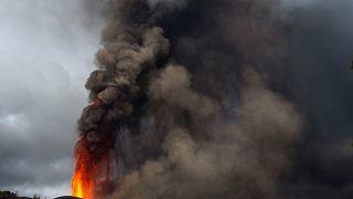 حمم ورماد ينبعثان من فوهة بركان فر جزيرة لابالما. 2021/09/22