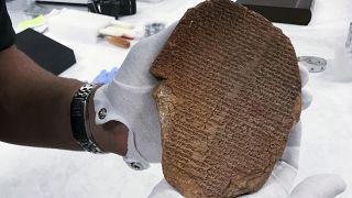 3500 Jahre alte Tontafel mit Keilschrift