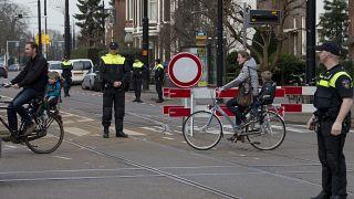 شرطيون هولنديون وسط مدينة روتردام. 2010/01/13