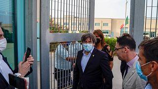 الرئيس السابق لإقليم كاتالونيا كارليس بوتشيمون بعد إطلاق سراحه من السجن  في ساساري، جزيرة سردينيا، إيطاليا، 24 سبتمبر 2021