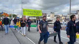 Pescadores protestam contra implementação de mais eólicas no mar