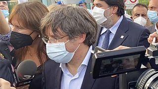 L'abbraccio di Alghero al leader indipendentista Carles Puigdemont