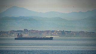 Venezuela'ya petrol taşıyan İran'a ait petrol gemisi, Cebelitarık'tan geçerken