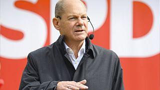 El candidato socialdemócrata Olaf Scholz se dirige a los votantes en Postdam, Alemania
