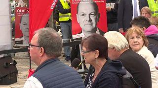 """En Allemagne, """"Scholzomat"""" dans les pas de """"Mutti"""" : le chef du SPD est le favori des sondages"""