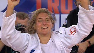 La Slovène Andreja Leski remporte l'or dans les catégorie des moins de 63 kg, Zagreb, Croatie, le 25 septembre 2021