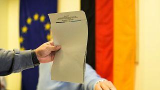 Berlini szavazóhelyiség, vasárnap kora reggel: minden opció nyitott