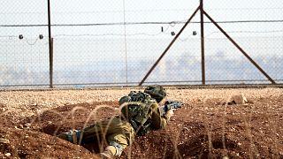 İşgal altındaki Batı Şeria'nın Cenin kentine yakın bir noktada mevzi alan bir İsrailli asker